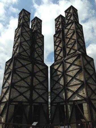 Nirayamahansyaro: 反射炉跡を仰ぎ見る