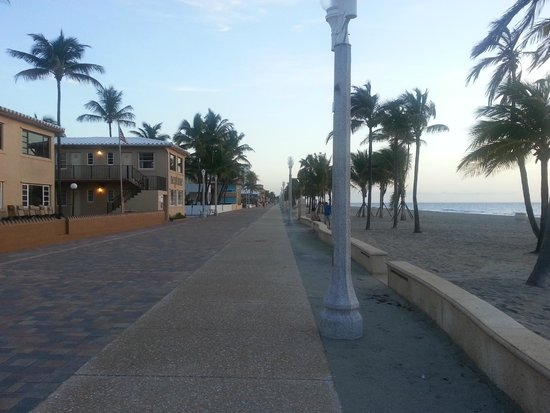 Neptune Hollywood Beach Hotel : early morning left view of boardwalk from front of Neptune-6:34AM
