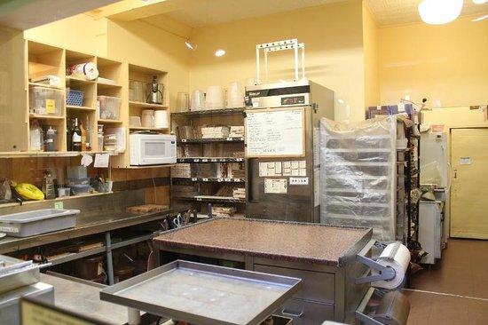 Erico - Creative Chocolate Shop and Chocolate Museum : Cocina donde preparan chocolates