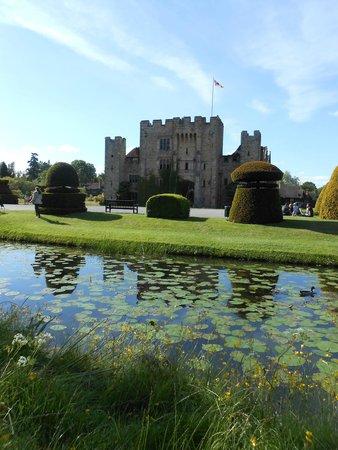 Hever Castle & Gardens: Vista del castillo
