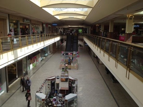 Livingston, NJ: Inside the mall