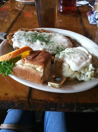 Handlebars Restaurant & Saloon: Chicken fried steak and mashed potatoes with gravy.