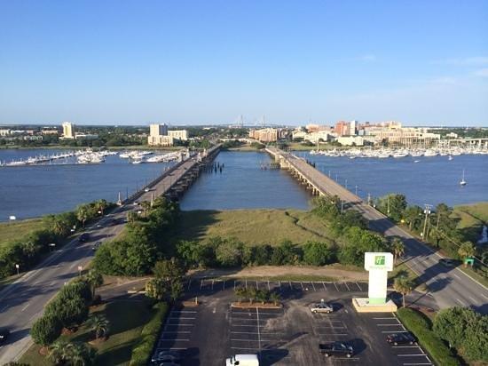 Holiday Inn Charleston Riverview: Blick aus dem Hotelzimmer in Richtung Innenstadt