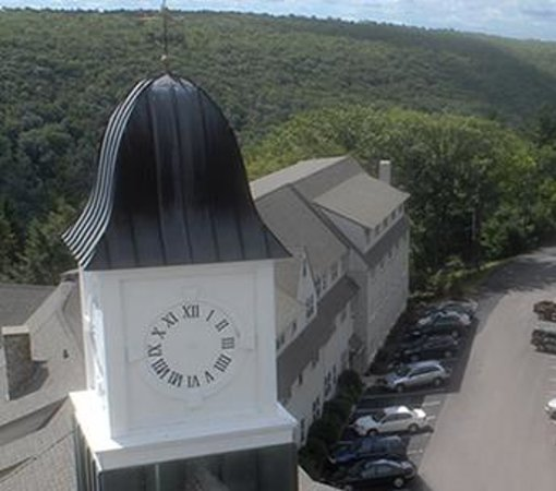 Pocono Manor Resort & Spa: Tower clock