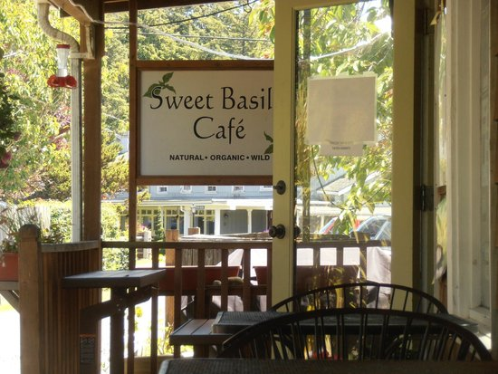 Sweet Basil's Cafe: The porch