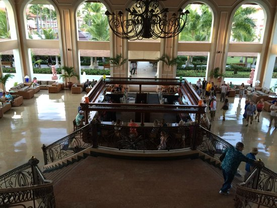 Majestic Colonial Punta Cana : Main bar in the lobby