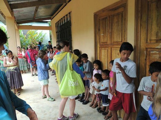 Go With Gus Tours : Children in a local village