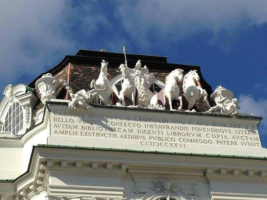 Hofburg: esculturas cobre el techo