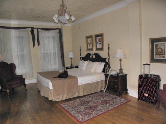 MarQueen Hotel: room