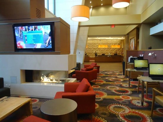 Residence Inn by Marriott Vancouver Downtown: Hotel Lobby.