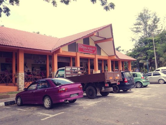 Pelangi Balau Resort: Eatery a drive away from the chalet