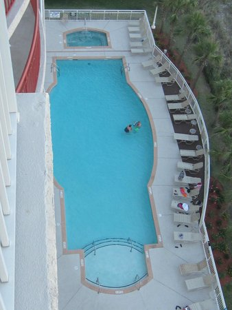 South Shore Villas: Large outdoor pool with large hot tub.