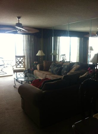 South Shore Villas: Lovely and Spacious  Living Room.
