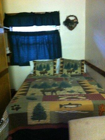 """Kirkwood Resort & Marina: queen bed in moose room """"K"""""""