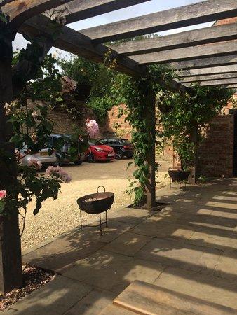 The Bull & Swan: Car park/rear patio