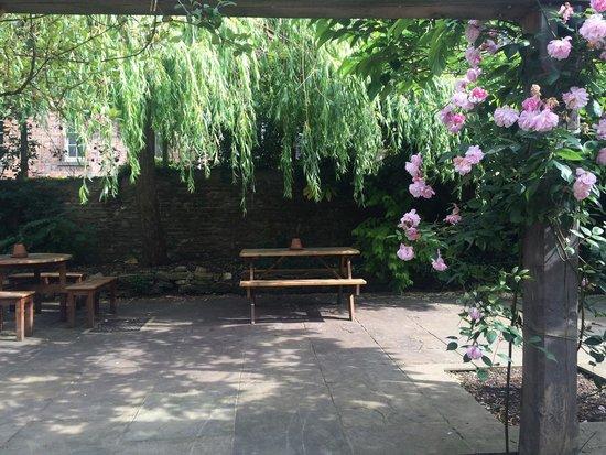The Bull & Swan: Rear patio