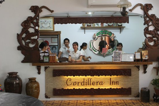 Cordillera Inn: front desk