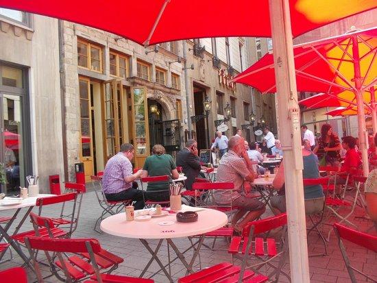 Früh am Dom: столики на улице