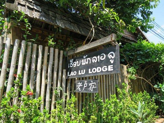 Lao Lu Lodge : outside the hotel