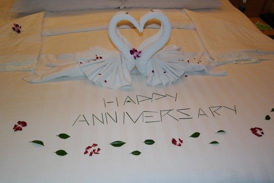 Novotel Phuket Kata Avista Resort and Spa: beautiful arrangements on our bed