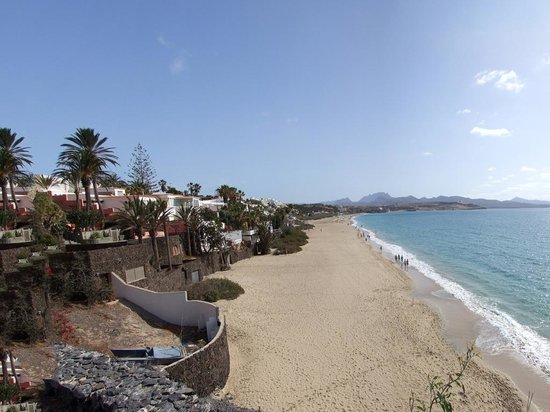 VIK Suite Hotel Risco del Gato: Local beach looking North