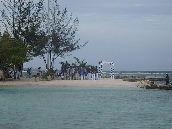 Little French Key: wedding on the beach