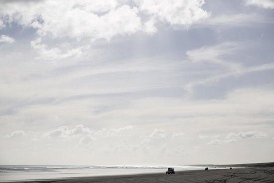 Ninety Mile Beach: View of the beach
