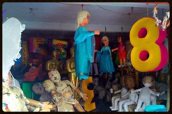 Mercado Artesanias: Piñatas in the making.