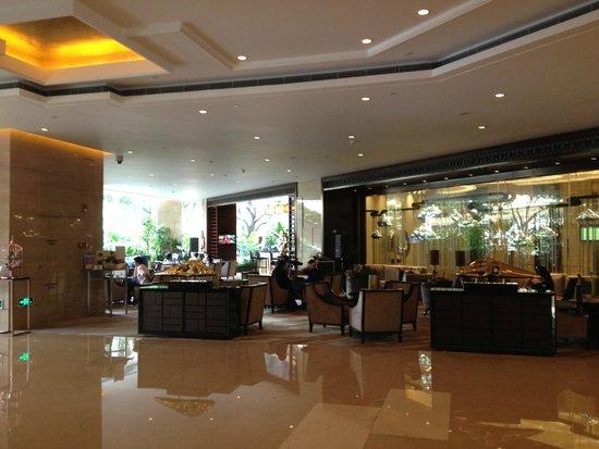 DoubleTree by Hilton Hotel Guangzhou : The bar