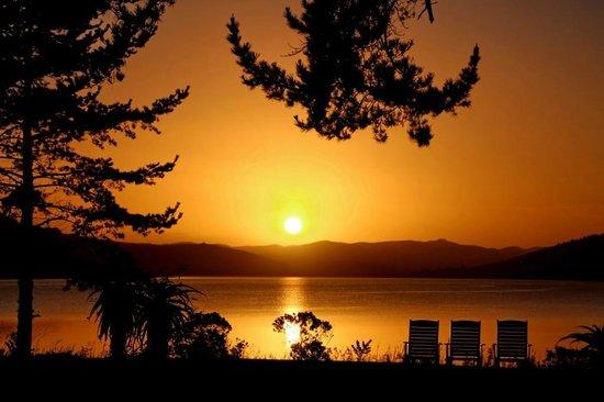 Lakeside Lodge & Spa: Lakeside Lodge at sunrise