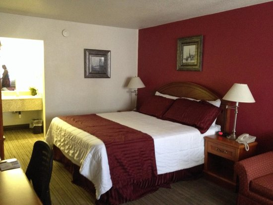 Ramada Kingman : Our comfy room
