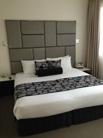 Meriton Serviced Apartments Kent Street : bed