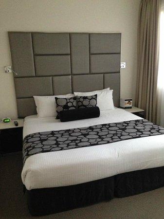 Meriton Serviced Apartments Kent Street: bed