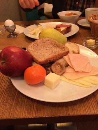 Collage Pera Hotel: довольно унылый завтрак