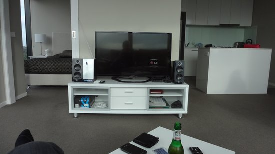 ALT Tower Serviced Apartments: Our room TV/HiFi set up provided plus Wi-Fi available. May be free if you stay longer than 7 nig