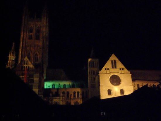 Canterbury Cathedral Lodge: Night-time view from window