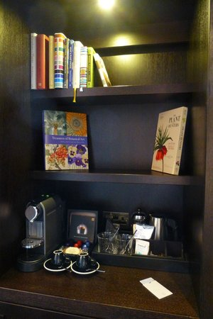 The Ampersand Hotel: Minibar and Nespresso