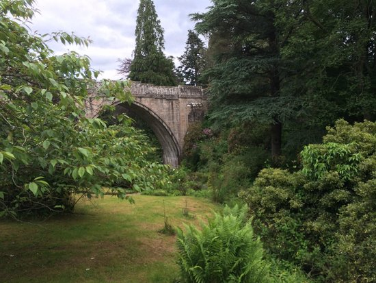 Kildrummy Castle Gardens: Another view