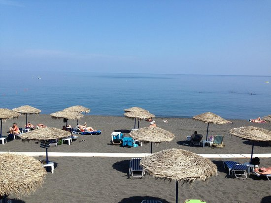 Irinis Taverna : View over Kamari Beach from Irini's