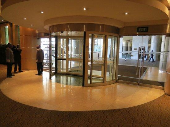 Sandton Sun: hotel entrance