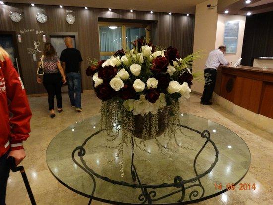 Hotel Rina Cerbul: Холл