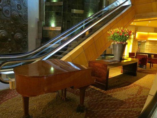 Sandton Sun: hotel lobby