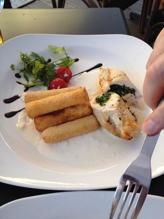 Gate Restaurant: chicken stuffed with spinach