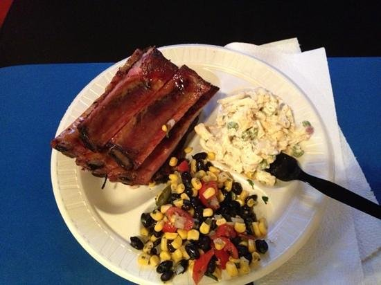 Pig Out Inn Barbeque : More ribs, pasta salad and a tasty combo of black beans, corn, onions, et cetera. Another wonder