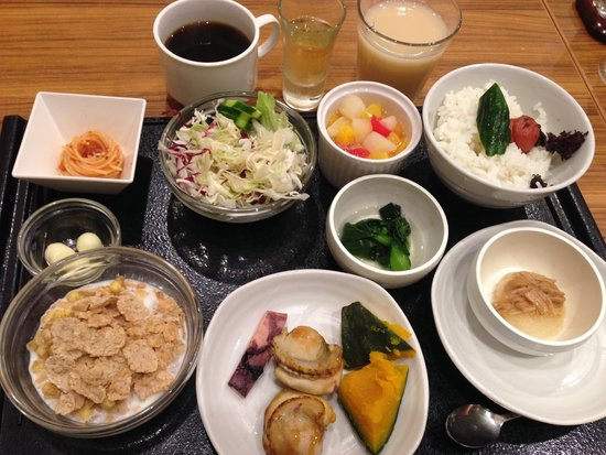 Dormy Inn PREMIUM Sapporo: Great breakfast choices