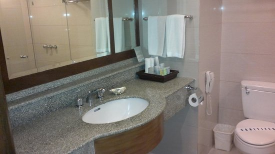 Henann Regency Resort & Spa: bathroom