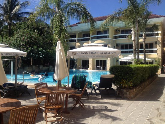 Henann Regency Resort & Spa: pool at the beachfront side