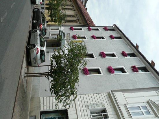 Hotel Mrak: Hotel street view