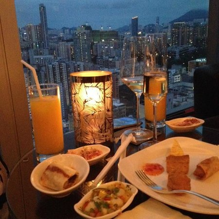 Cordis, Hong Kong at Langham Place: Club L - an excellent lounge with all the comforts & fine food