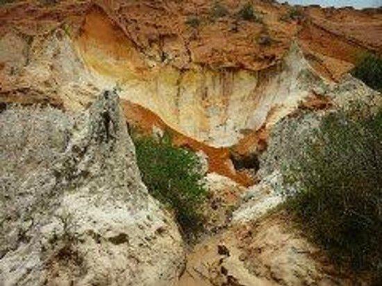 Red Dunes: Красное ущелье.